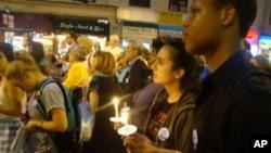 參與燭光紀念會的民眾
