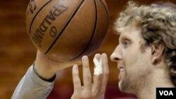 A pesar de la lesión de Dirk Nowitzki, Dallas necesita una gran muestra de su estrella.