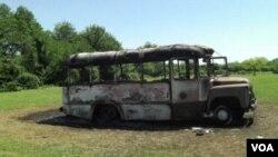 გადამწვარი ავტობუსი სოფელ ხურჩაში, 2008 წლის მაისი