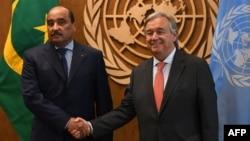 Le Secrétaire général des Nations Unies, António Guterres, à droite, avec Mohamed Ould Abdel Aziz, président de la Mauritanie, aux Nations Unies à New York, le 18 septembre 2017.