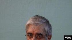 Pemimpin oposisi Iran Mir Hossein Mousavi adalah saingan utama Presiden Mahmoud Ahmadinejad dalam pemilu 2009 yang disengketakan.