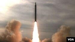 Iran melakukan uji coba rudal S-200 buatan Iran pada hari terakhir latihan perang lima hari.