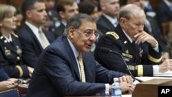 امریکی وزیر دفاع لیون پنیٹا اور جنرل مارٹن ڈیمپسی (فائل فوٹو)