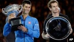2015 호주 오픈 테니스 대회에서 우승한 노바크 조코비치 선수(왼쪽)와 준우승한 앤디 머리 선수(오른쪽).