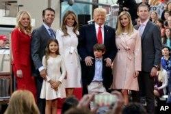 Дональд Трамп із родиною, квітень 2016