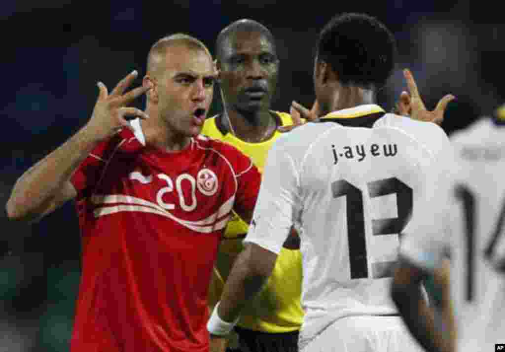 Tunisia's Aymen Abdennour (L) argues with Ghana's Jordan Ayew during their African Nations Cup quarter-final soccer match against Ghana at Franceville stadium February 5, 2012.