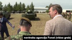 Predsednik Aleksandar Vučić sa pripadnicima Vojske Srbije, Foto: (ilustracija), video grab