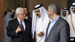 Palestinian President Mahmoud Abbas, Qatar's Emir Sheikh Hamad bin Khalifa al-Thani and Hamas leader Khaled Meshaal (L-R) walk together in Doha, February 6, 2012
