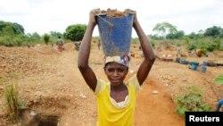 Un creuseur dans l'ouest ivoirien