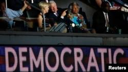L'ancien président Bill Clinton assiste au discours donné par Bernie Sanders lors de la convention démocrate Philadelphie, Pennsylvanie, le 25 juillet 2016.