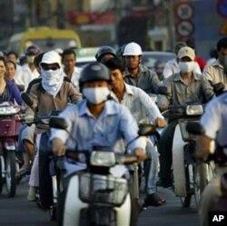 ການສັນຈອນທີ່ຄັບຄັ່ງ ໃນນະຄອນ Ho Chi Minh ສູນກາງການຄ້າ ແລະເສດຖະກິດຂອງຫວຽດນາມ. (AP Photo/Andy Eames)