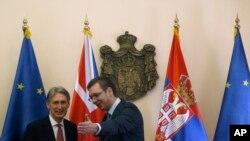 Srpski premijer Vučić dočekuje britanskog sekretara spoljnih poslova Filipa Hamonda u Beogradu, 15. januara 2015.