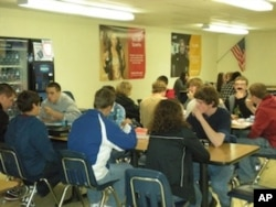 斯特恩斯高中学生食堂一角
