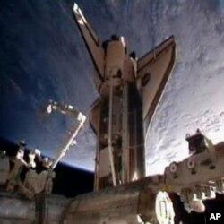 خلائی شٹل کا انٹرنیشنل خلائی اسٹیشن پر ڈاکنگ کا منظر