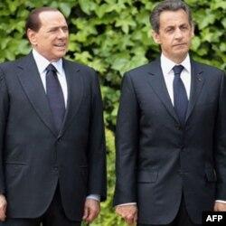 Italijanski premijer Silvio Berluskoni i francuski predsednik Nikola Sarkozi zatražili su reviziju Šengena