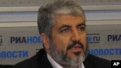 حماس کے جلا وطن دہنما خالد مشعال ماسکو میں اخباری کانفرنس کرتے ہوئے (فائل فوٹو)