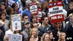 Hàng ngàn nhà giáo và công chức Anh tham gia cuộc đình công phản đối những thay đổi được đề nghị cho kế hoạch hưu trí, ngày 30/6/2011