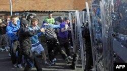 Вуличні сутички демонстрантів з поліцією