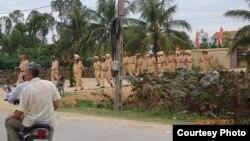 Công an, bộ đội được điều động đến giáo xứ Mỹ Yên trong tỉnh Nghệ An. (VRNs)