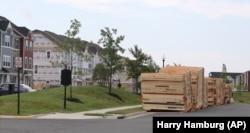 Секції нових будинків перед будівництвом в околиці Вашингтона