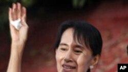 ေဒၚေအာင္ဆန္းစုၾကည္ နဲ႔ ဗမာစစ္အုပ္စု