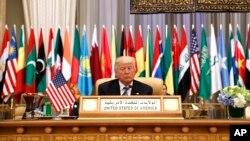 AQSh Prezidenti Donald Tramp Saudiya Arabistonida o'tgan Arab-Islom-Amerika sammitida, 21-may, 2017-yil.