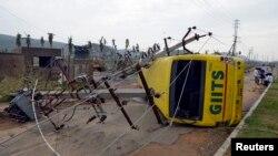 """颶風""""哈德哈德""""星期一﹐繼續為印度內陸地區帶來強降雨。一天前,""""哈德哈德""""在印度東部港口城市維薩卡帕特登陸,風速每小時195公里。"""