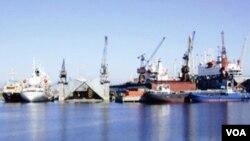 Bakıda limanda gəmilər