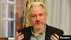 FILE - WikiLeaks founder Julian Assange gestures during a news conference at the Ecuadorian embassy in central London August 18, 2014.