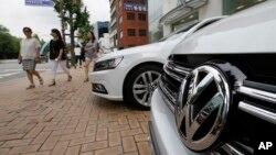 Xe Volkswagen được trưng bày tại một cửa hàng bán xe ở thủ đô Seoul, Hàn Quốc, ngày 2/8/2016.