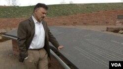 Direktor škole u Kolumbajnu u vreme masakra, Frenk Deanđelis