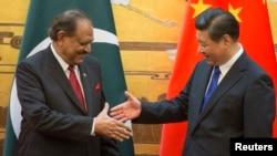 ممنون حسین، رییس جمهوری پاکستان (چپ) و شی جين پينگ، رییس جمهوری چین در پکن