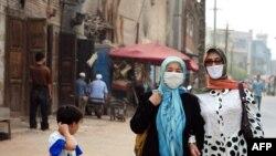 Perempuan Muslim Uighur mengenakan hijab di Wilayah Otonomi Xinjiang Uighur, 14 Juni 2008.