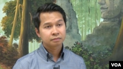 Sovanna Pouv, head of the local Cambodian Mutual Assistance Association in Lowell, Massachusetts. (VOA Khmer)