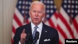 Presiden AS Joe Biden memberikan pidato tentang krisis di Afghanistan, di Gedung Putih Senin (16/8).