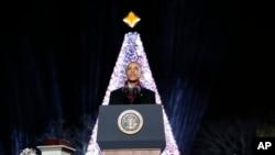 Le président Barack Obama lors de l'illumination de l'arbre de Noël de la Maison-Blanche, le 1er décembre 2016.