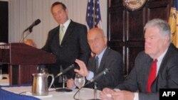 Генерал Майкл Хэйден выступает в Национальном пресс-клубе 20 августа 2009 г.