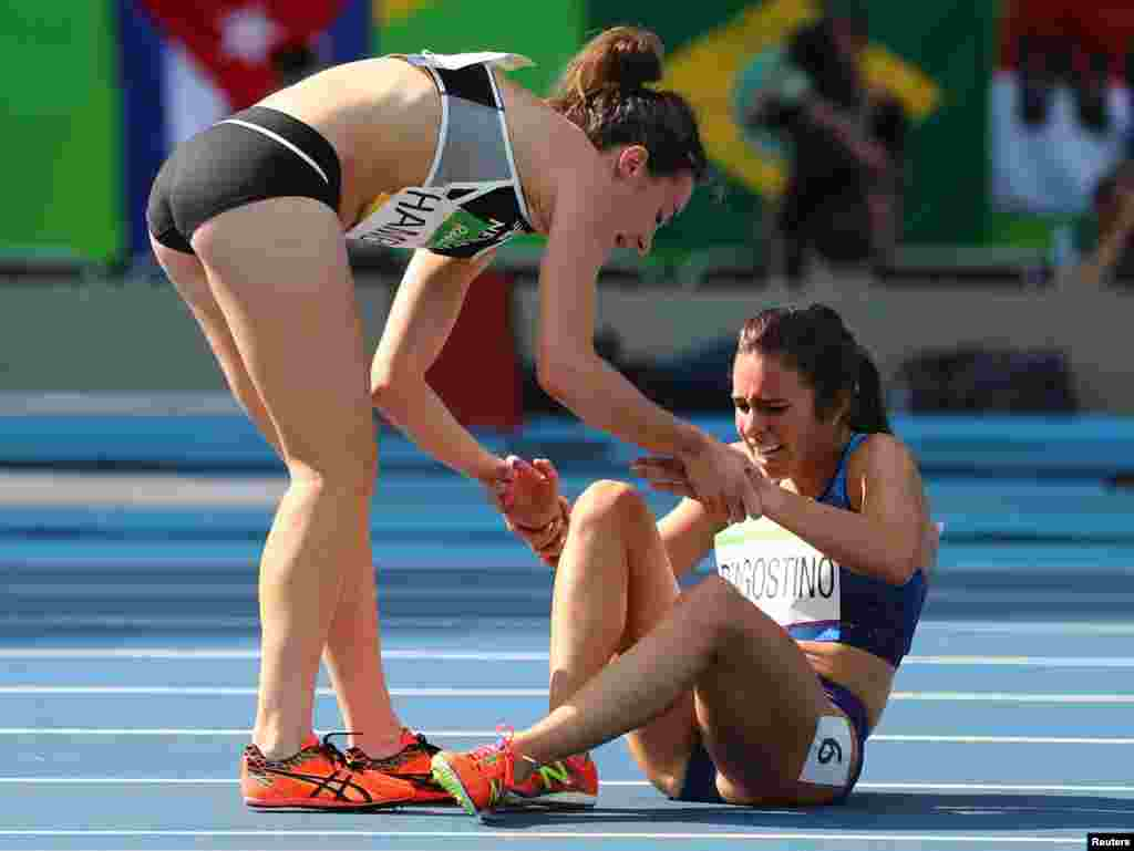 Nikki Hamblin (NZL) of New Zealand stops running during the race to help fellow competitor Abbey D'Agostino (USA) of USA after D'Agostino suffered a cramp.