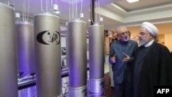 Prezident Hasan Ruhoniy yadro zavodini ko'zdan kechirmoqda