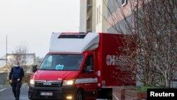 Kamion sa vakcinama protiv Kovida-19 stiže u bolnicu Luven u Belgiji, 26. decembra 2020.