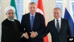 Chapdan: Eron Prezidenti Hasan Ruhoniy, Turkiya Prezidenti Rajab Toyyib Erdog'an va Rossiya Prezidenti Vladimir Putin, Anqara, Turkiya, 16-sentabr, 2019-yil