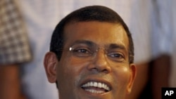 Mohamed Nasheed addresses the media at his residence in Male, Maldives, Sept. 8, 2013.