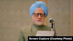 فلم میں منموہن سنگھ کا کردار انوپم کھیر نے ادا کیا ہے۔