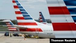 Pesawat maskapai American Airlines di bandara Reagan National di Washington DC (foto: ilustrasi).