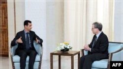 Башар Асад и Роберт Форд. Архивное фото.