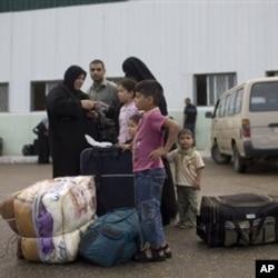 Une famille palestinienne en route pour l'Egypte