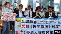 全港反送中聯席呼籲各國政府制裁違反人權、強推《逃犯條例》修訂的香港政府官員。(美國之音湯惠云)