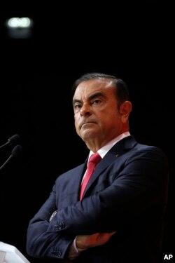 El arresto de Carlos Ghosn en Tokio representa una vertiginosa caída para un ejecutivo que dominó a la industria automotriz japonesa durante dos décadas.