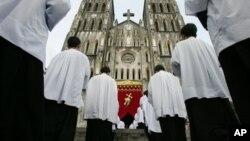 """Nhà thờ lớn ở Hà Nội (ảnh minh họa). Bộ Ngoại giao Mỹ viết rằng chính phủ Việt Nam """"tiếp tục giới hạn các hoạt động của các nhóm tín ngưỡng không đăng ký, đặc biệt là những tổ chức mà chính phủ tin là tham gia vào các hoạt động chính trị."""