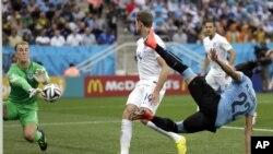 انگلستان در دومین رقابت نیز نتوانست از پیروز از میدان بیرون شود